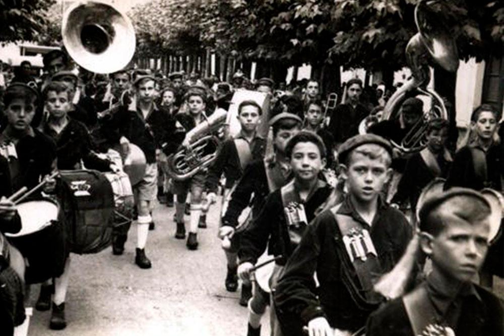 Musica en el Frente de Juventudes Coro San Fernando